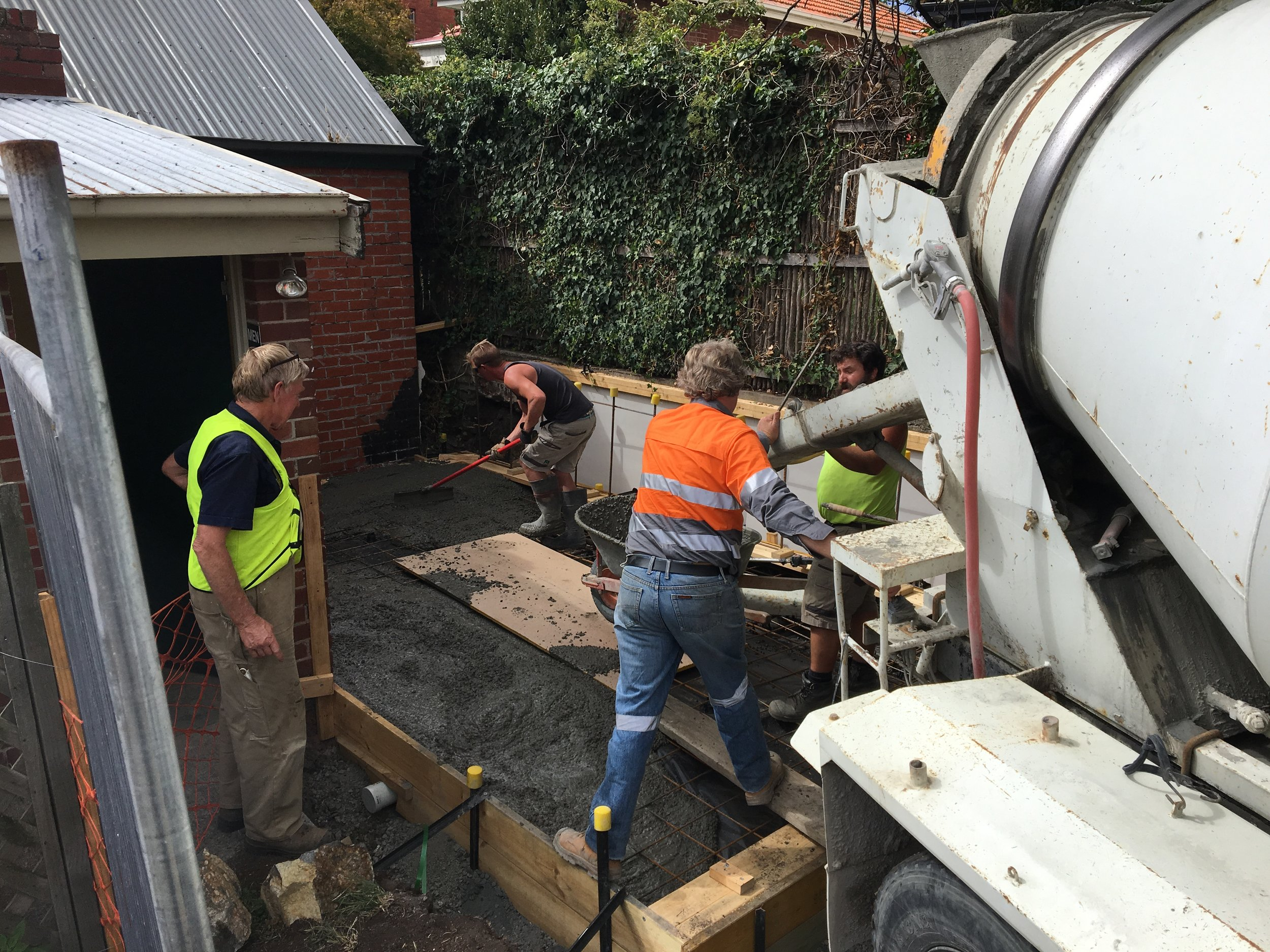 Narryna outbuildings concreting 159.JPG