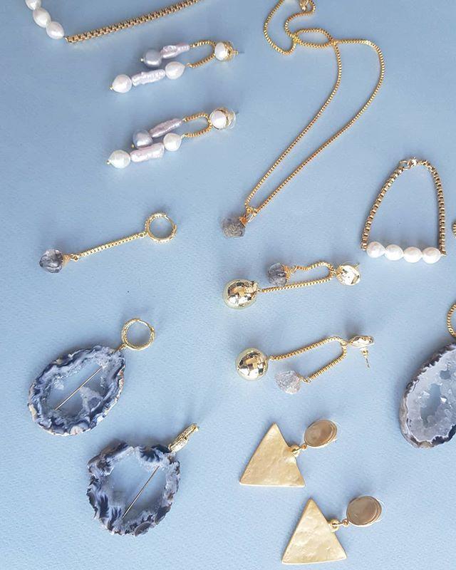 Preparing next season ♠️ #goldminejewelryno #herkimerdiamond #quartzjewelry #baroquepearls #costumejewelry #handmadejewelry #statementearring