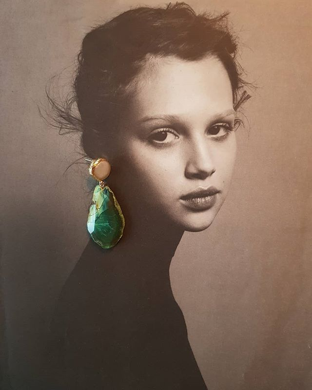 Girl with the Goldmine Earring ♣️ #girlwiththepearlearring #goldmine #goldminejewelryno #freshwaterpearls #agatejewelry #costumejewelry #turtleearrings