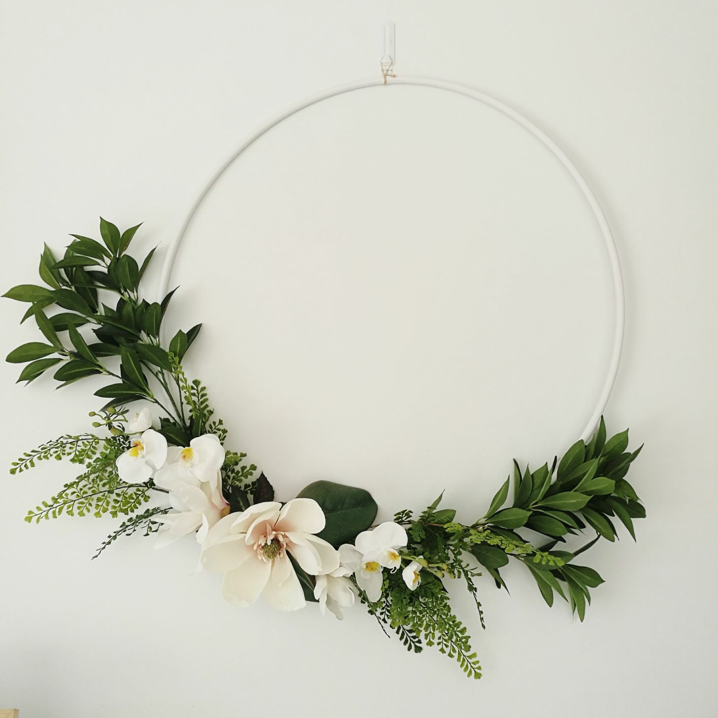 the pretty collective_large floral wreath_hire.jpg