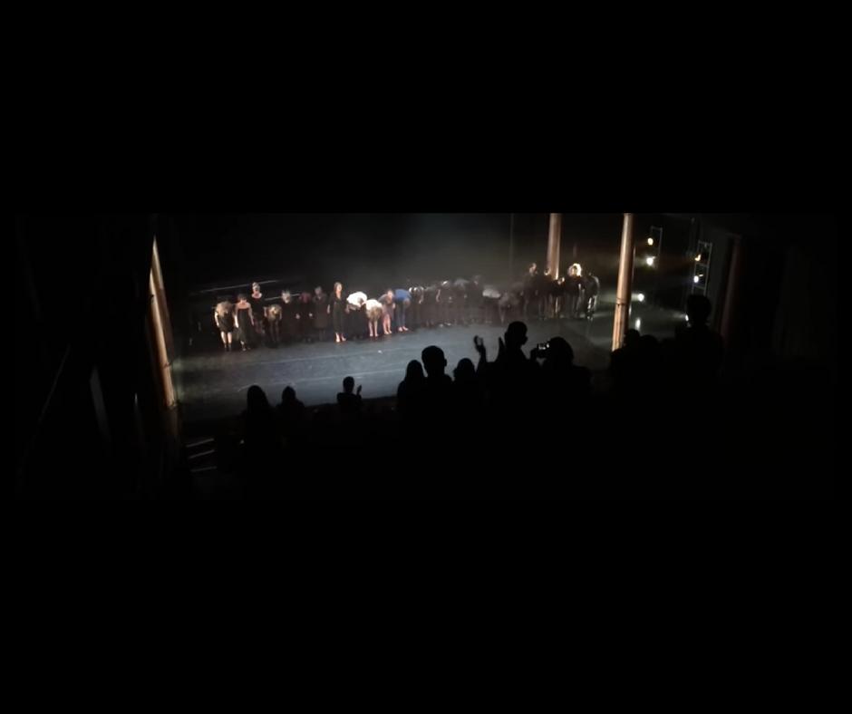 standing ovation Antigone