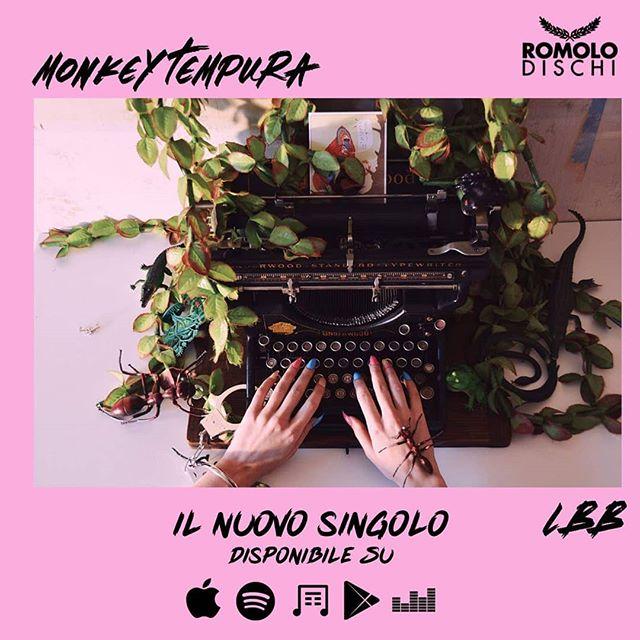 C I  S I A M O 🌹 LBB da oggi su tutti gli stores digitali con @romolodischi.  Un bacio scimmiesco a tutti quelli che lo andranno ad ascoltare! 😘🐒 L I N K I N B I O . . . #release #indietronica #band #synthpop #electronica #monkeytempura #LBB