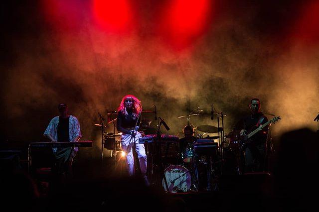 About last night ✨ È stato un sogno! 📷 @paolo_modugno . . . . #live #villaada #villaadaincontrailmondo #synthpop #band #monkeytempura