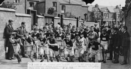 THE START OF A SCHOOL CROSS COUNTRY RACE IN MAY 1930 ON NEWTON'S WALK.