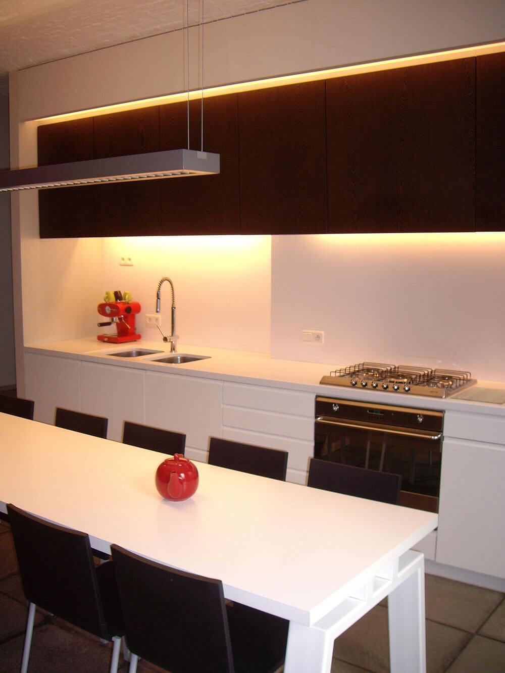 Keuken met specifiek ontworpen meubilair door AAA