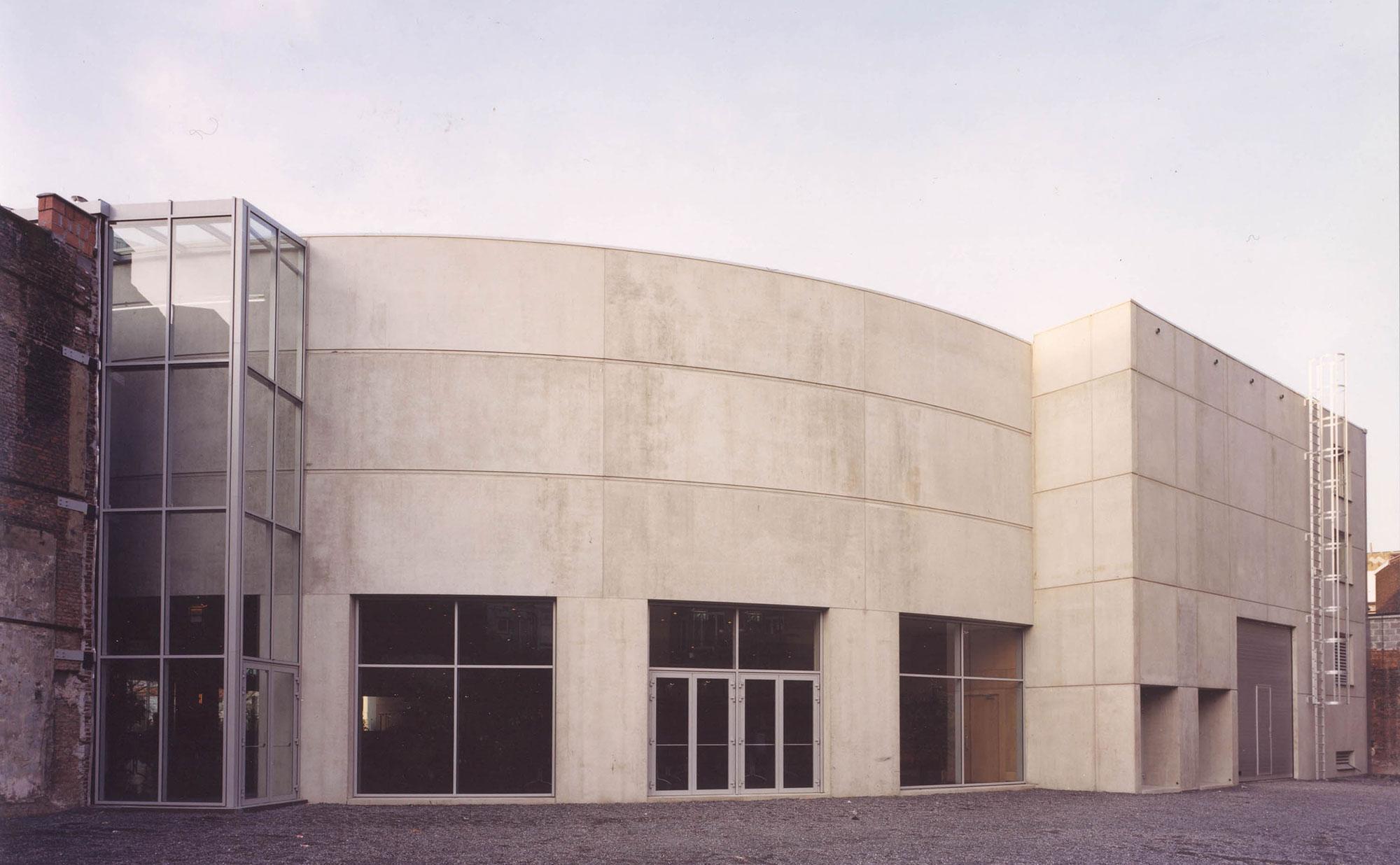 De achtergevel van de zuiderkroon werd gerealiseerd uit beton.