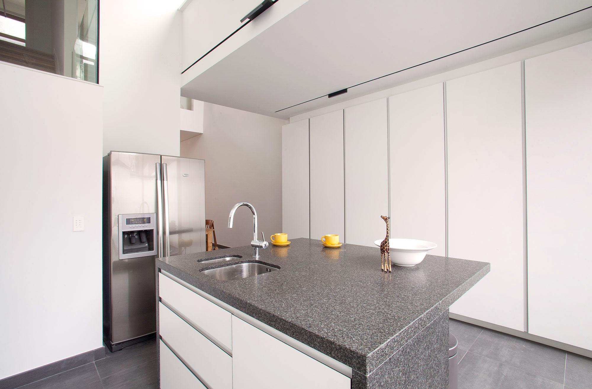 De keuken werd voorzien van een zes ingebouwde kasten.