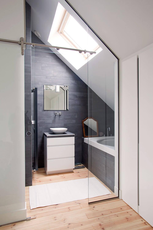 Ook op de bovenste verdieping werd een badkamerruimte voorzien.