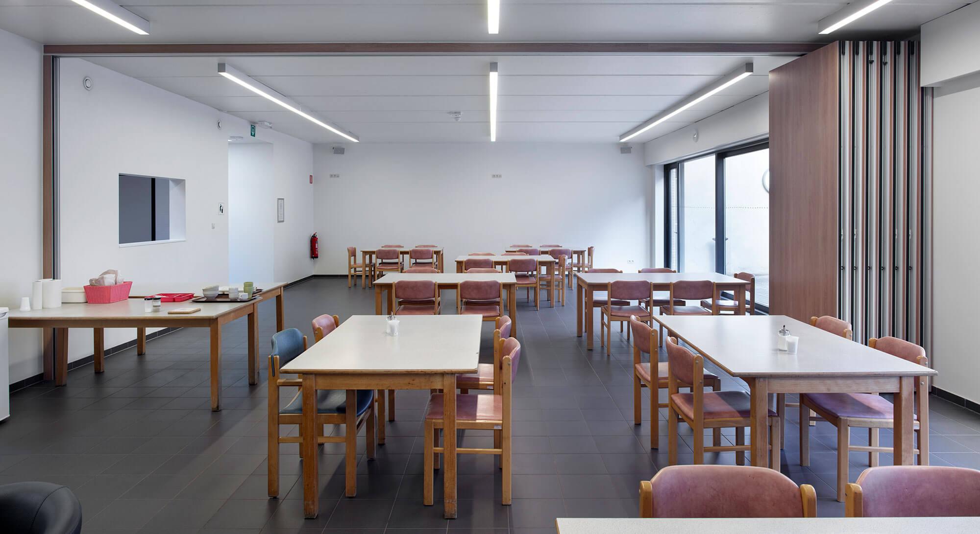 Nachtopvang_Gent_Refter_Modulaire_Muur_open.jpg