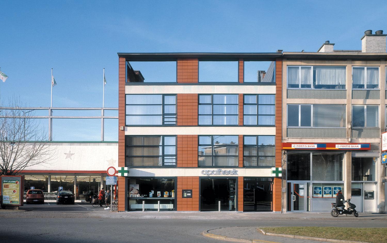 De apotheek bevind zich op de gelijkvloerse verdieping.