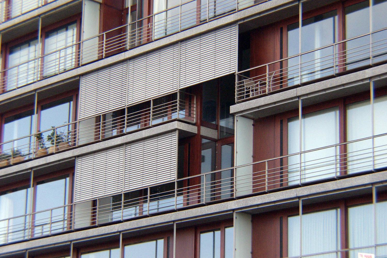De voorgevel van de appartementen hebben terrassen en worden voorzien van dynamische zonneweringen.