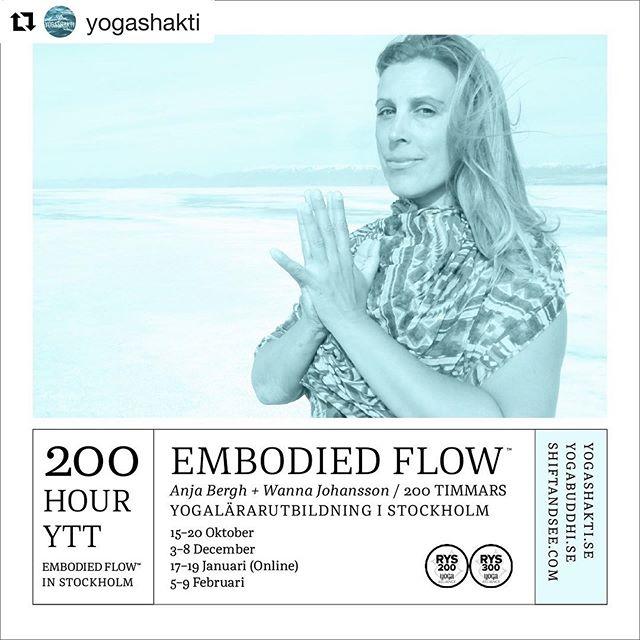 Embodied Flow™ 200-hour Yoga Teacher Training in Stockholm. First session starts 15-20 October. ・・・ Repost @yogashakti ・・・ Embodied Flow™ yogalärarutbildning, 200 timmar ✨ med Anja Bergh och Wanna Johansson ✨  I den här utbildningen kallar vi på din förmåga att lyssna från andra center i dig själv än hörsel och att känna från platser utan känsel. Det är en utbildning i att lära om genom nervsystemet och att på det viset släppa onödiga vanor genom din hjärnas plasticitet. Men också att gå till själva cellernas perception av sig själva, att kalla på den där visdomen som finns djupt inbäddat i din biologi.  Teknikerna är väldigt enkla, det är oftast det mest överraskande! Verktyget är din närvaro och förmåga att hålla den med ansträngningslös ansträngning i din kropps vävnader. När vi gör det kan vi upptäcka hur det känns där, vilka vi är ur den sortens perspektiv. Det är så enkelt i teorin men kräver att vi övar för att göra det till vana.  Tillsammans med vår asana gör vi också mycket rörelseövningar, somatisk utforskning och reflektionsövningar tillsammans. Varje dag innehåller egen utövning och även en stund av att översätta upplevelsen i ord och förmåga att dela den själv genom rörelse. Under kursens gång ökar tiden vi tränar på att undervisa men din egen utövning påbörjar varje dag.  Läs mer på yogashakti.se under utbildningar eller mejla oss på info@yogashakti.se ・・・ #embodiedflow #yoga #yogapractice #yogateachertraining #stockholm #swedenyoga