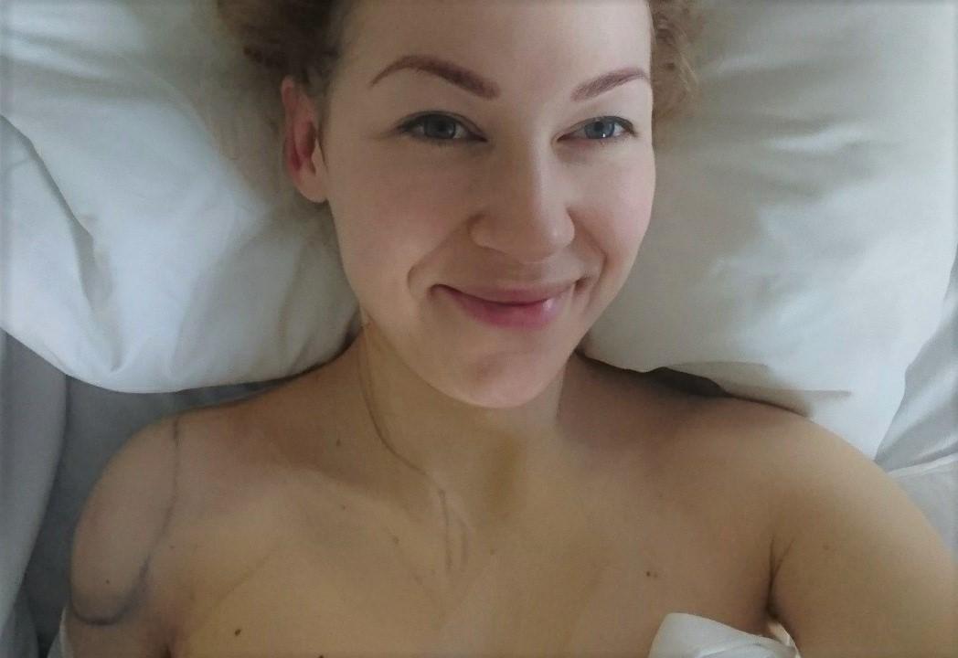 Rett etter operasjonen, sliten men lykkelig