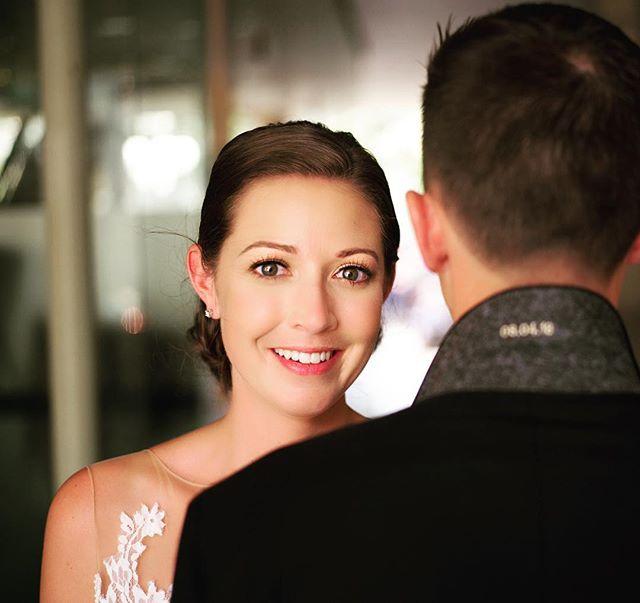 Simply stunning (and love the date detail inside the collar. #ottawaweddingphotographer #luxurywedding #weddinginspiration #weddingportrait#naturalbeauty#oldhollywoodglamour #junebugweddings #lookslikefilm