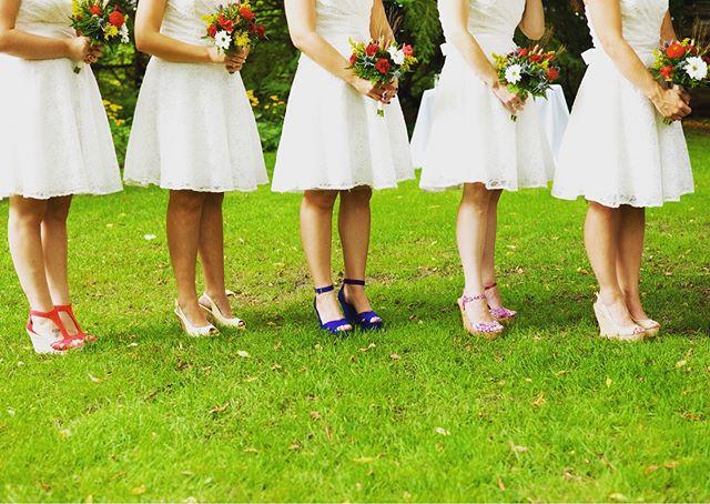 Throwback to this beautiful spring wedding #weddingphotojournalism #ottawaweddingphotographer #canadianweddingphotographer #greenweddingshoes #dirtybootsmessyhair #weddingceremony #bridesmaids#bridestyle#weddinginspo#imengaged @ottawaweddingvendors #ottawaweddingplanner