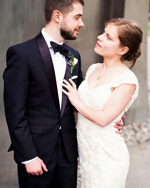 Those just married feels and some old hollywood glam @beautbartender @robertkrug @museumofnature @lclafrance #ottawaweddingphotographer #mikelupine#weddingday#weddingcouple #engaged#chasinglight #weddingstyle