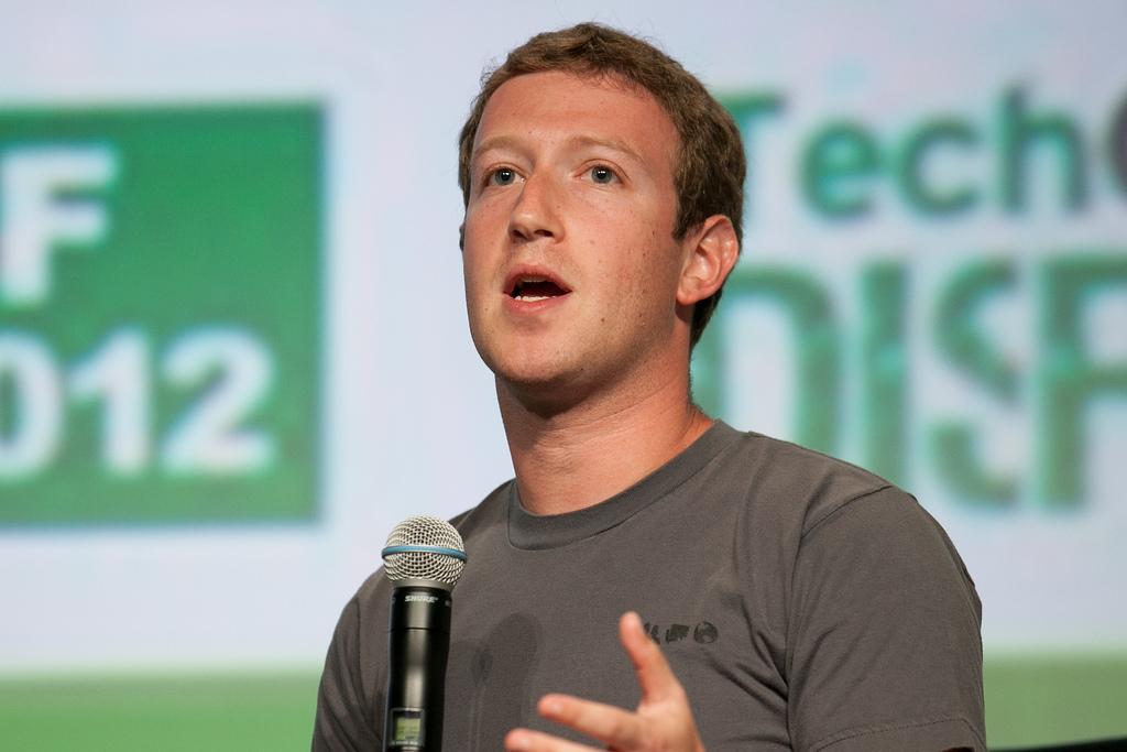Zuckerberg, bullish on VR