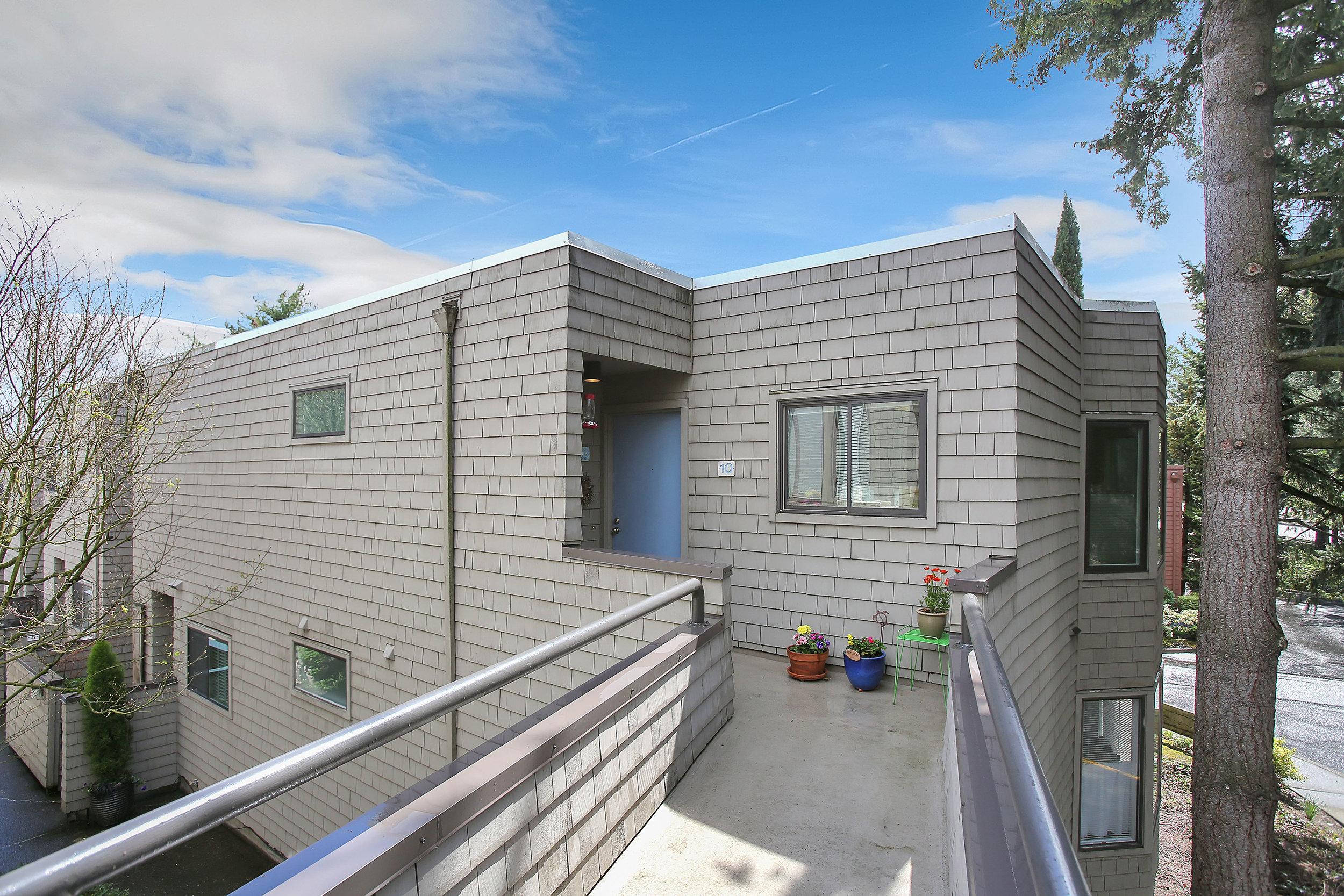 5858 SW Riversridge Ln - Unit 10 - Portland - 03.jpg
