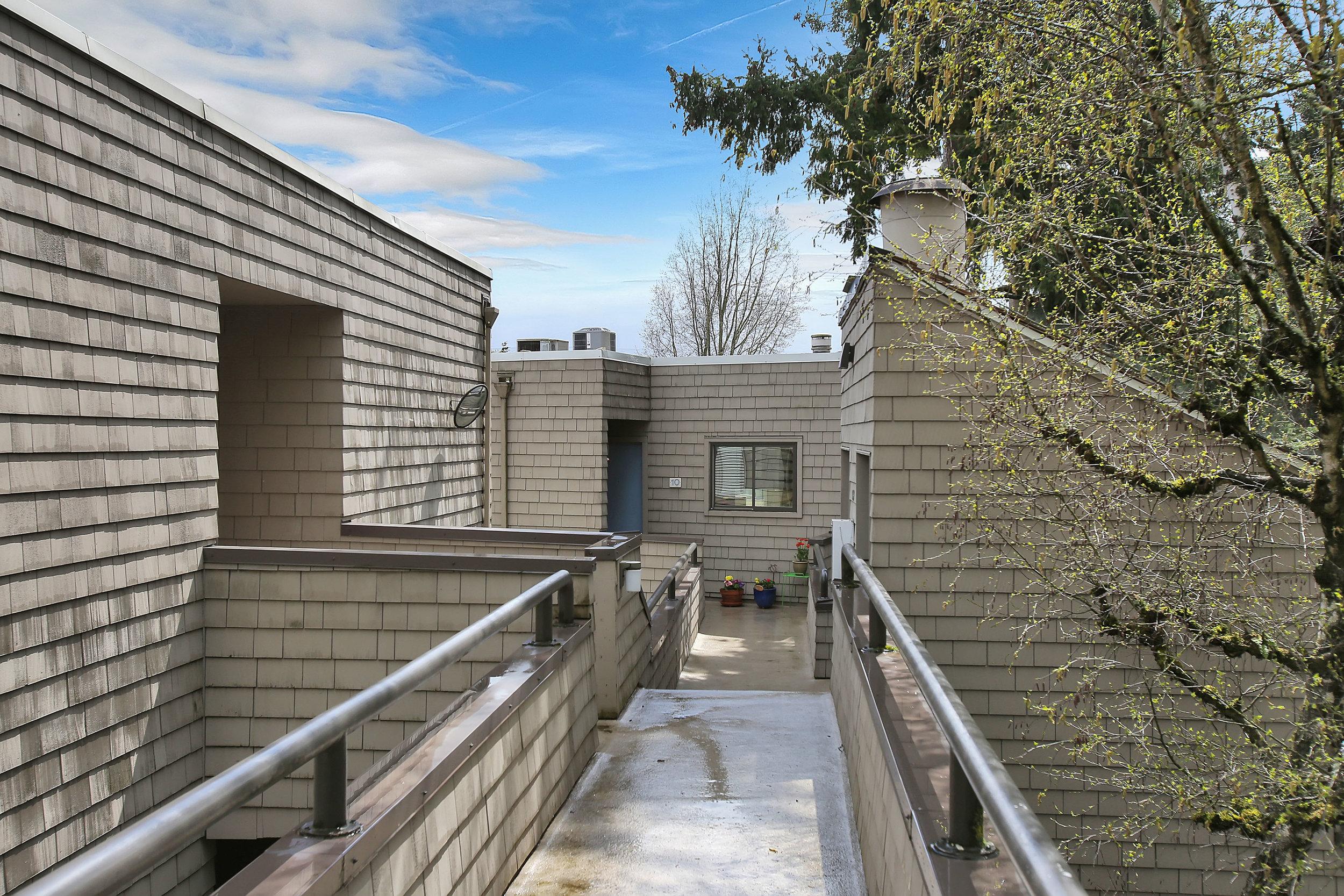 5858 SW Riversridge Ln - Unit 10 - Portland - 02.jpg