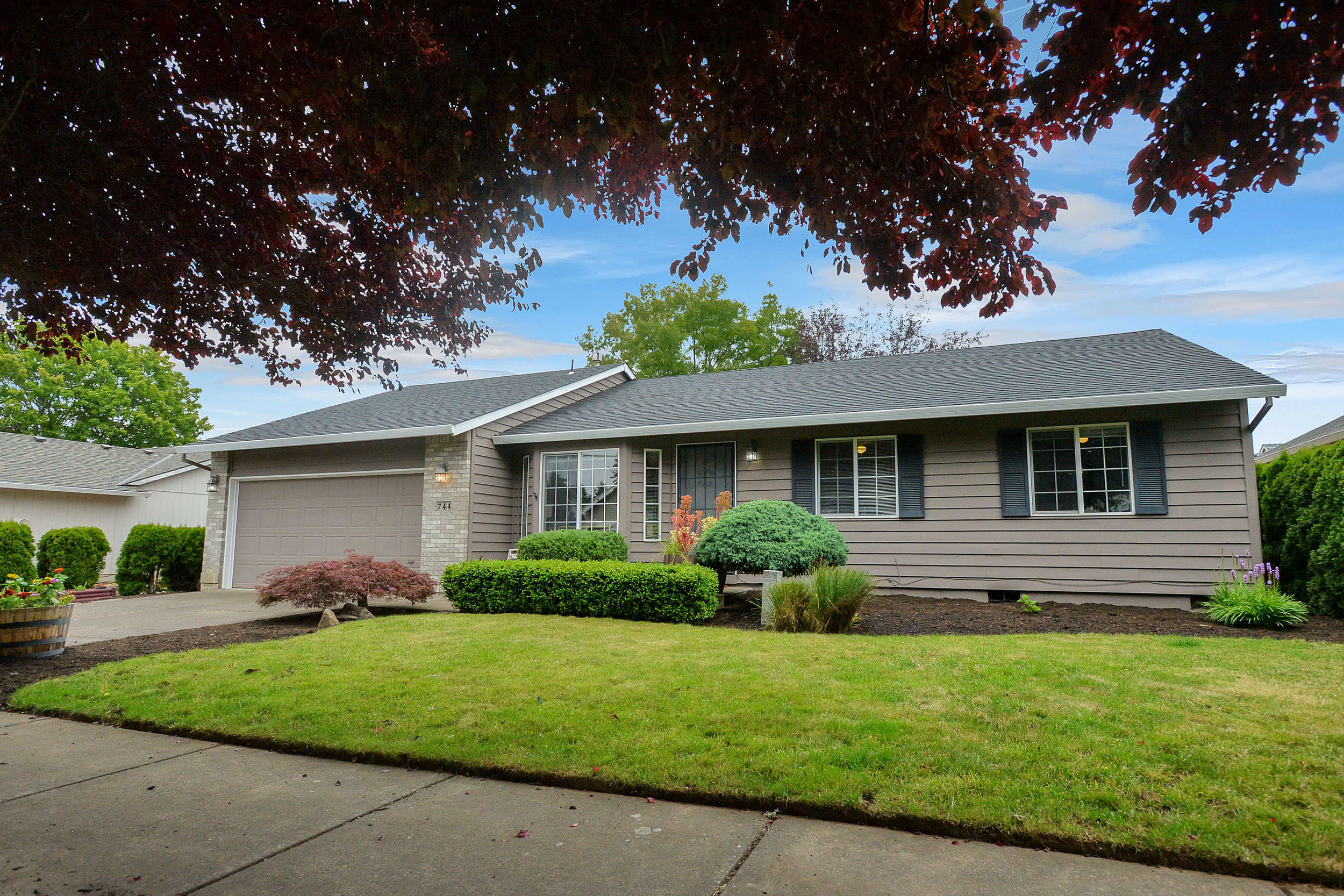 744 SE Century Blvd<strong>SOLD</strong>
