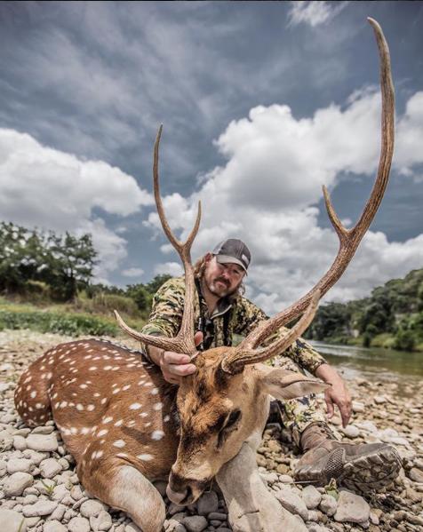 Heath_Graham_shoots_awesome_axis_deer_on_free_range_hunt