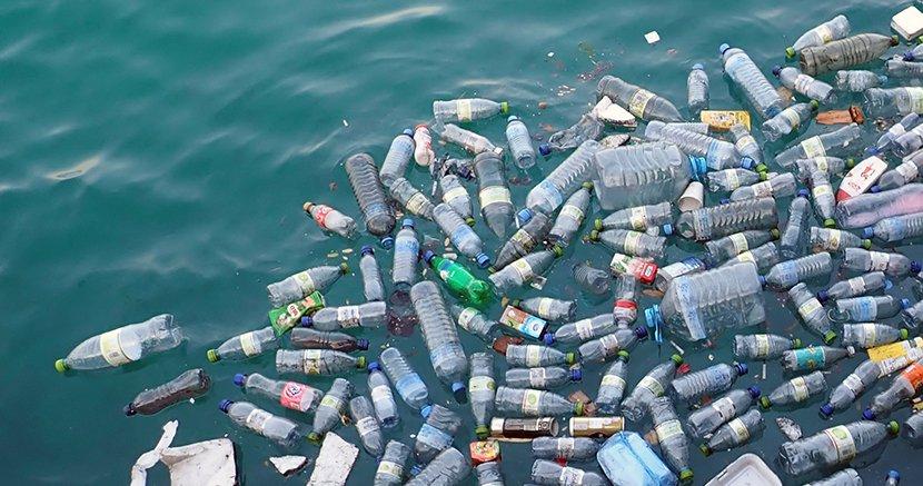 web_830x437_media-oceanplasticspollutionbottles.jpg