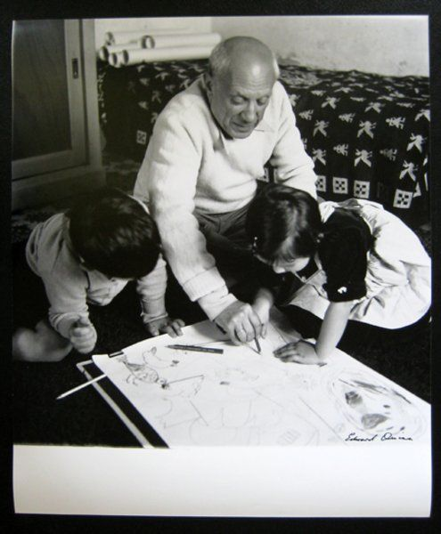 Picasso drawing with Claude and Paloma