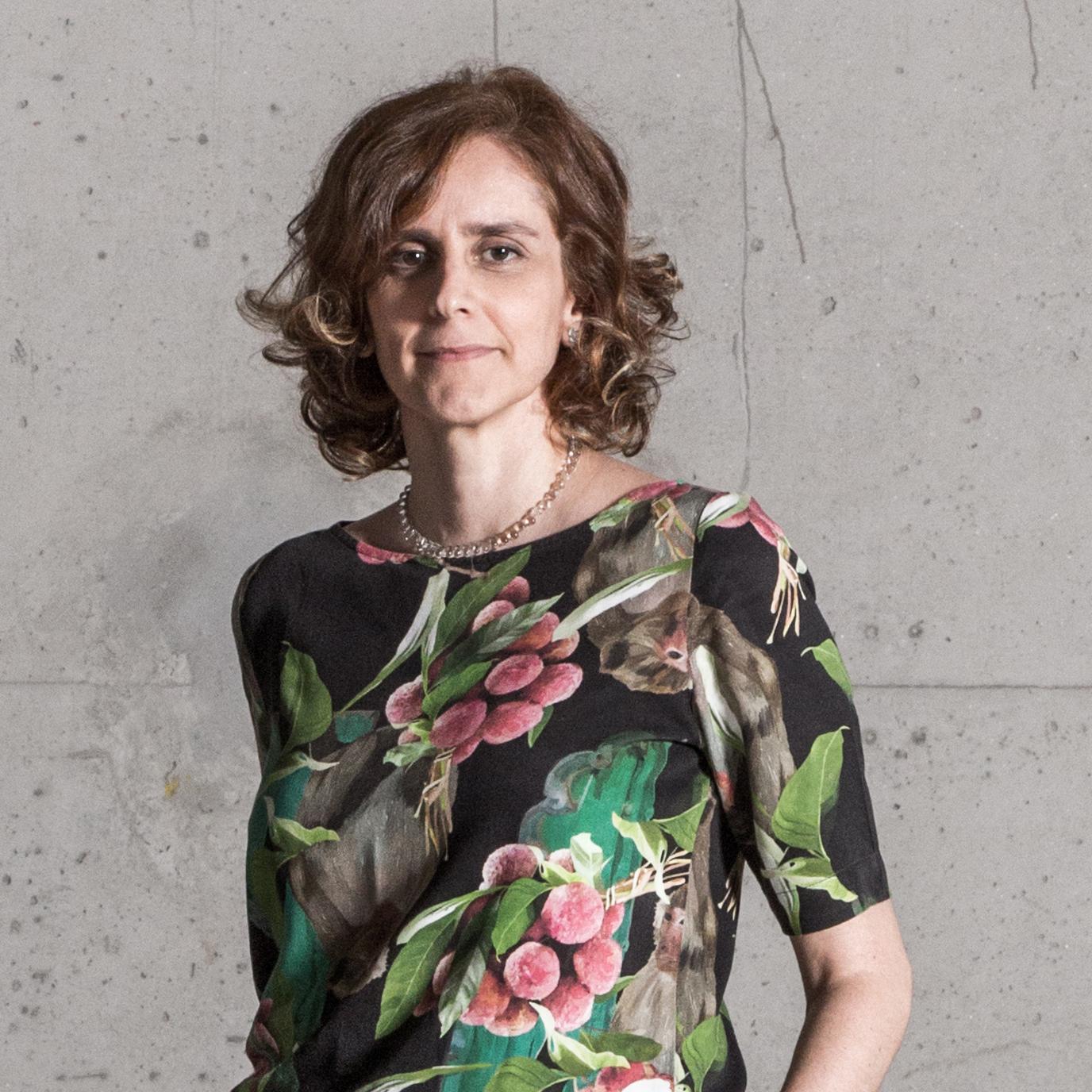 Mariana Travassos - Designer de Interiores. Designer de Produto. Coordenadora de projetos.
