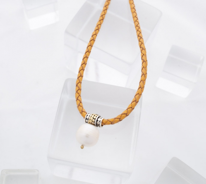 You may also like - Kathy Kamei 'Be a Light' Large Pearl Necklace