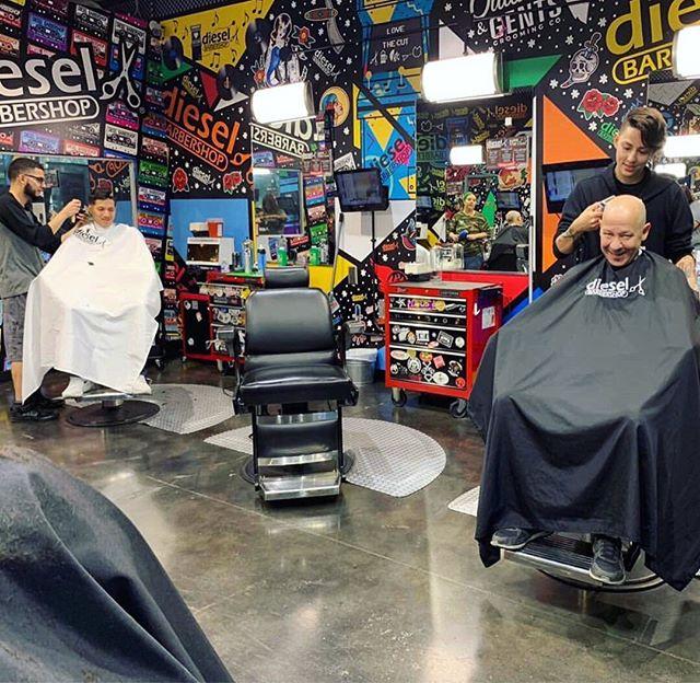 All smiles for good fun haircuts 😄💇🏻♂️ Stop by @dieslebarbershop and get that weekend haircut you've been putting off ‼️✂ . . . #oaksatlakeway @oaksatlakeway #lakeway #laketravis #beecave #lakewaytexas #atx #austintx #keepaustinweird #austin #lakewayday #dieslebarbershop