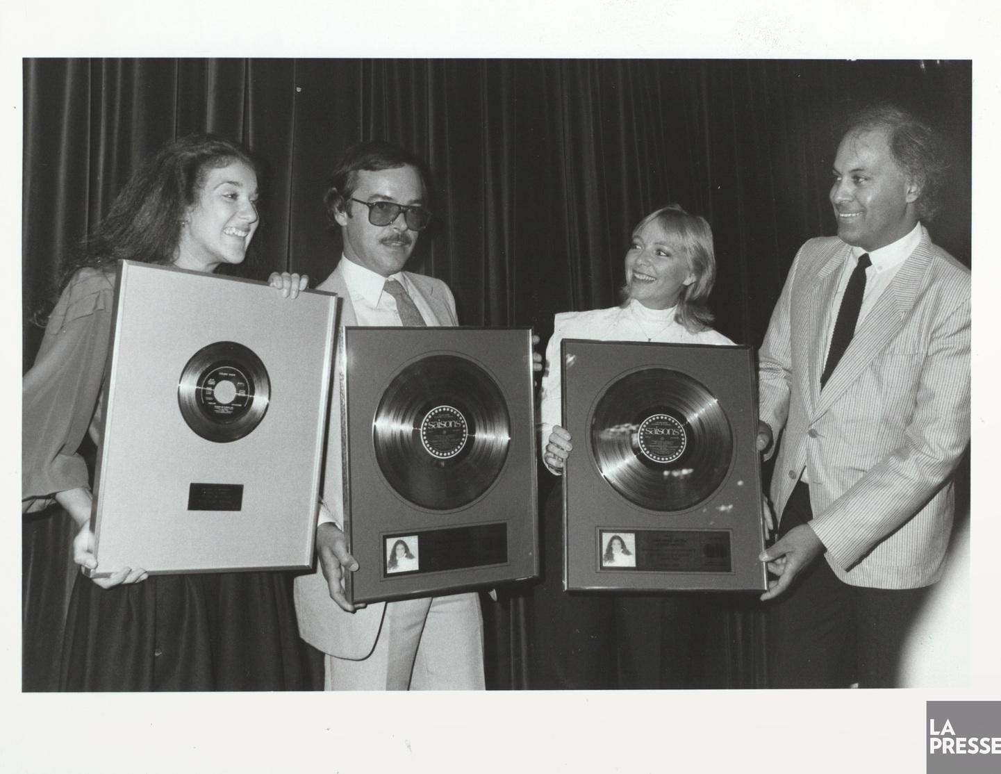Céline Dion, Denys Bergeron, Anne René et René Angélil en 1983  (image numérique d'une photo  La Presse  (photographe inconnu),  Bibliothèque et Archives nationales du Québec , BAnQ numérique ( http://numerique.banq.qc.ca/patrimoine/details/52327/3474950?docref=J0YlJ4oS2Y-FiAZ7VrzYlQ ).