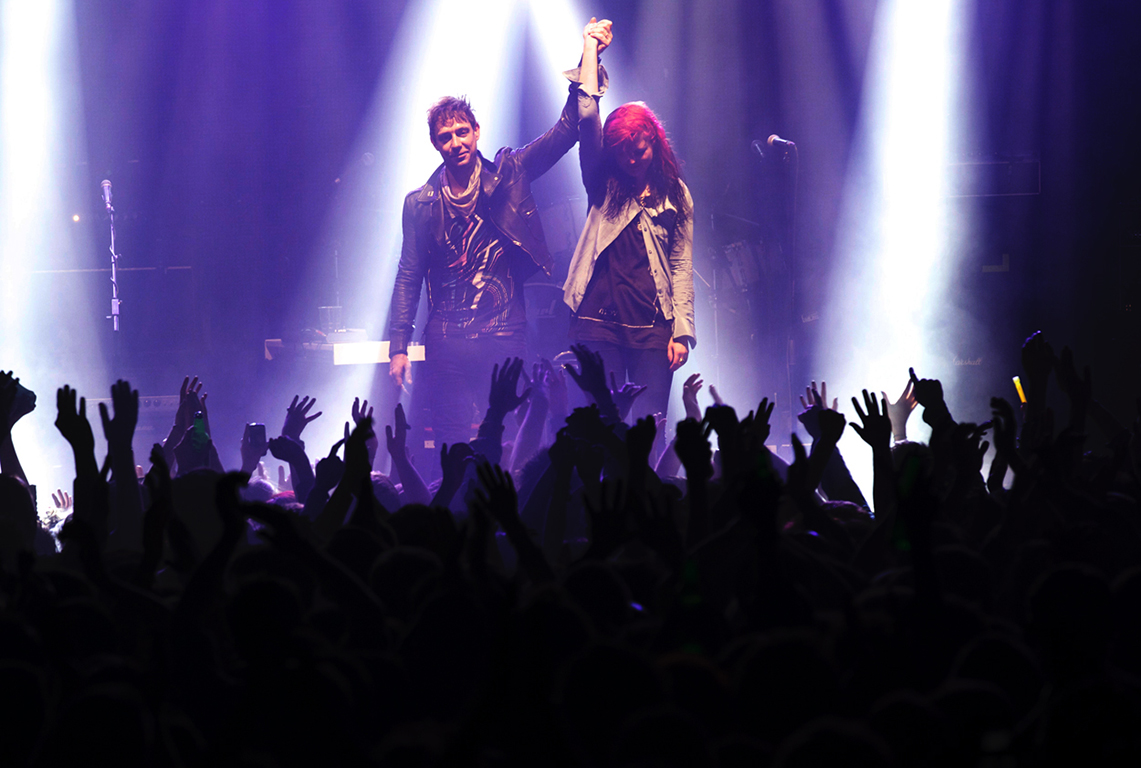 Alison Mosshart and Jamie Hince of band The Kills perform. Warehouse Project. Manchester