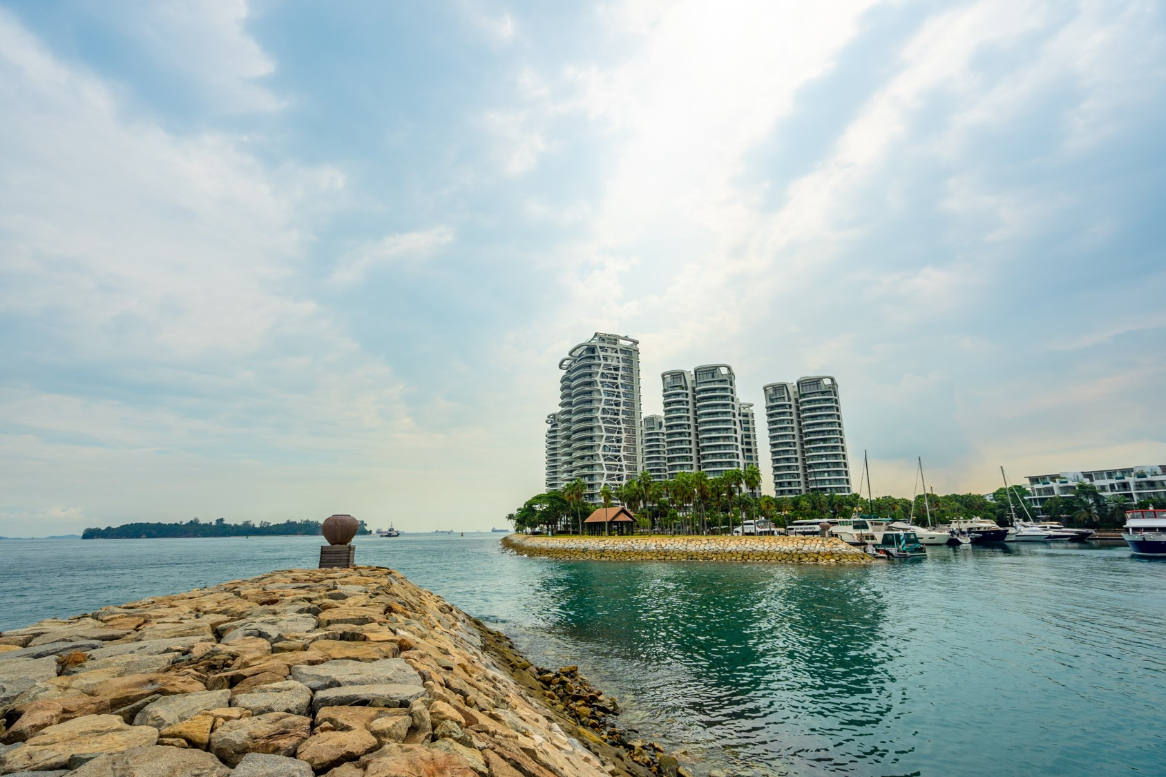 Sentosa Cove - Get a glimpse of the first and only oceanfront residence in Singapore, a world-class luxurious residential enclave area at the Eastern tip of the island.
