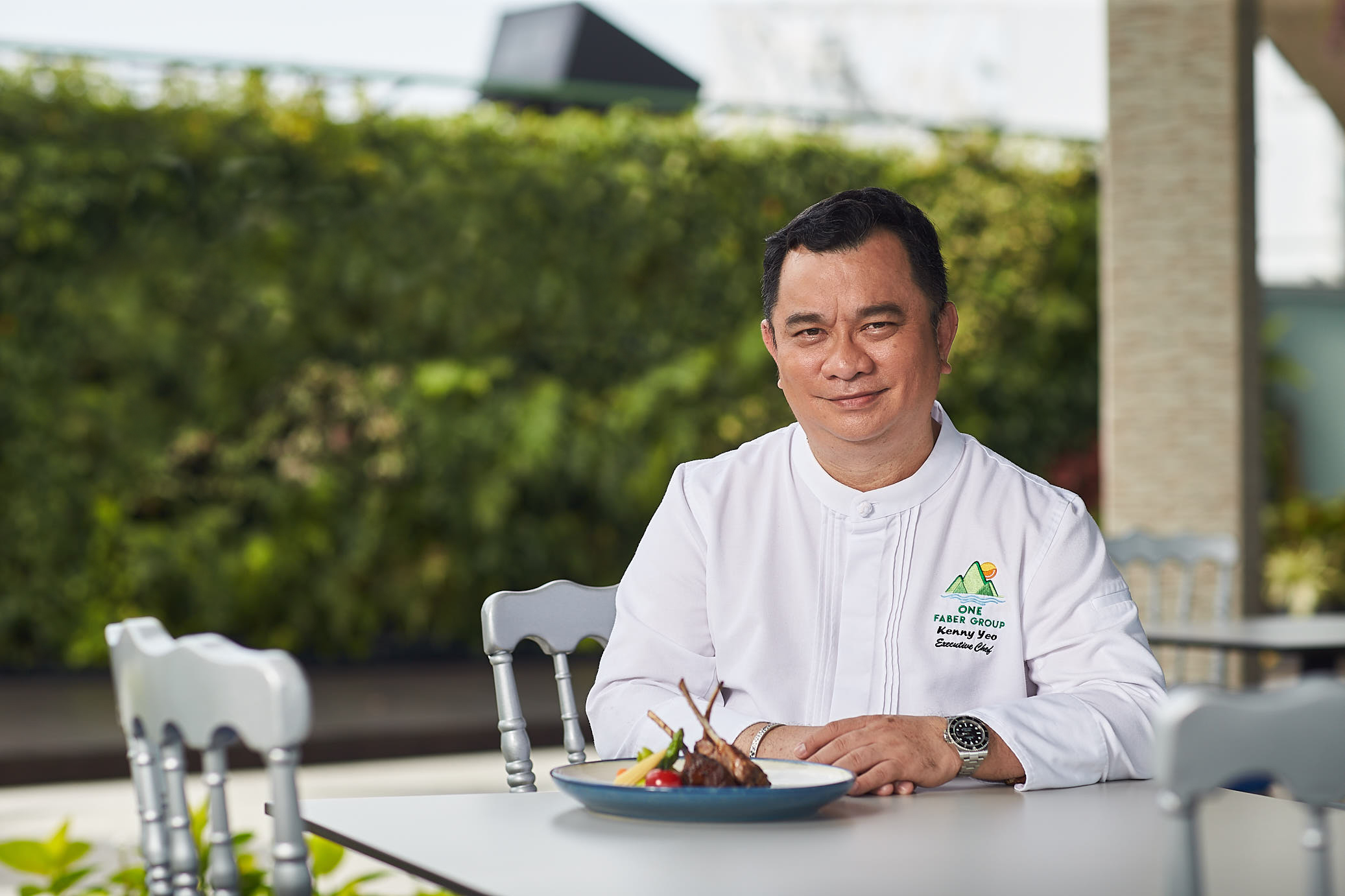 Chef Kenny Yeo - A culinary veteran with over 30 years of experience in French cuisine, Executive Chef Kenny Yeo puts a different spin on the menu for Arbora, featuring a selection of Western classics and local delights.