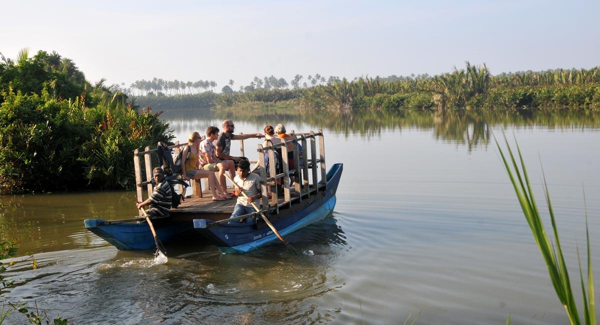 lagoon-tour-boat.jpg