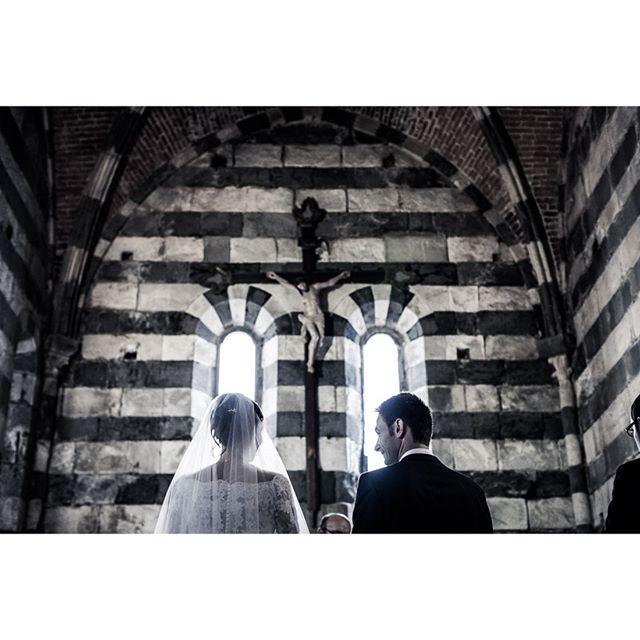 #momentchurch #sanpietrochurch . . . ★★★ whiteink.wedding ★★★ #whiteinkwedding #followedding #instawedding #weddingphotography #moments #weddingforward #xphotographer #fujilove #fujifilm #fujifilm_xseries #photooftheday #weddingpics #weddingstory #amazing #weddinginspiration #storytelling #storyteller #weddinglocation  #weddingphotographer #sun #coolstyle #weddinginitaly #location #loveitaly #matrimonio #dolcevita #destinationwedding #epicmoment