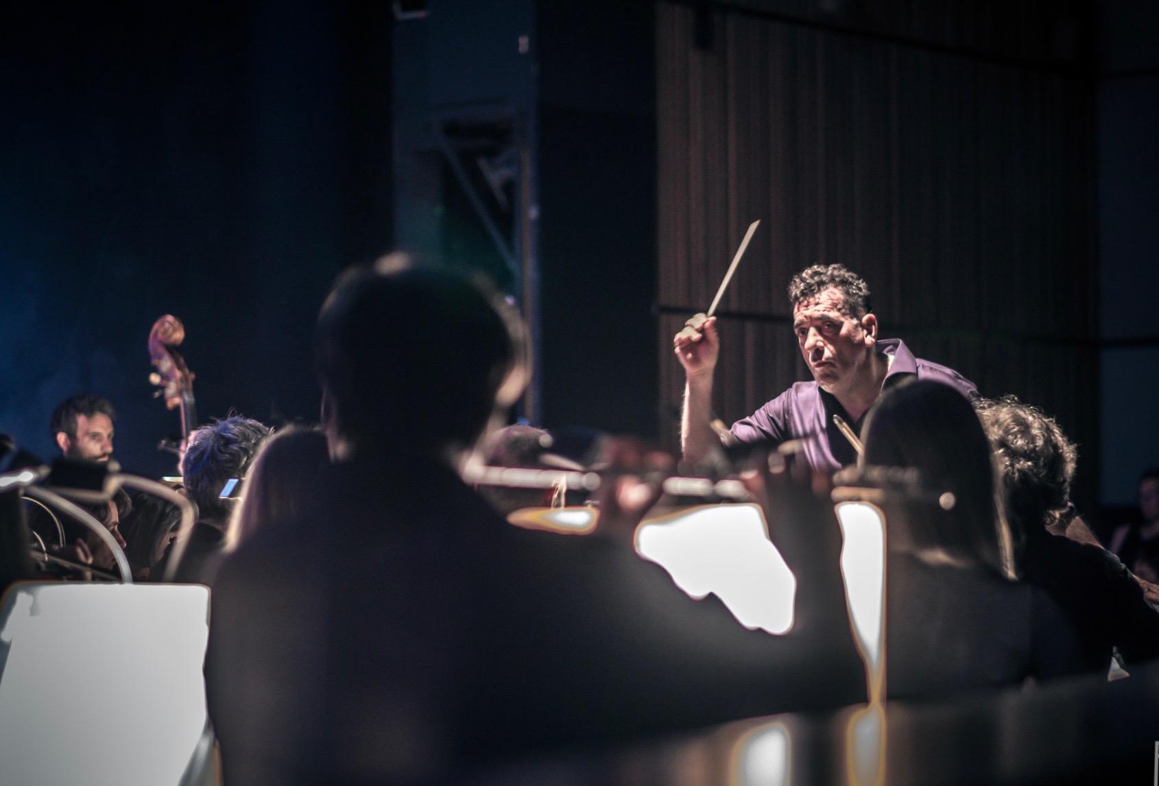 CAN'T STOP, WON'T STOP - Der Berliner Dirigent und Opernregisseur Christoph Hagel hat bereits mit seinen bisherigen Projekten Flying Bach, Breakin' Mozart und Beethoven! The Next Level große internationale Erfolge gefeiert. Sie füllen Hallen auf der ganzen Welt, und bringen nicht nur junges Publikum mit neuen, spannenden kulturellen Einflüssen in Berührung.