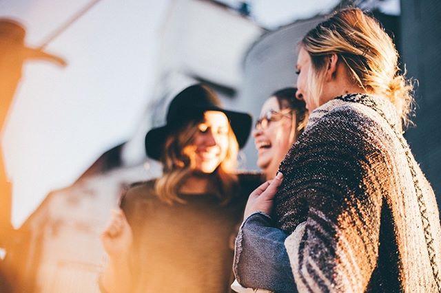 ❤️Hei te kaikki +35 vuotiaat sinkkunaiset!❤️ Keskiviikkona alkavassa Sinkkunaisten intensiiviryhmässä on vielä tilaa muutamalle upealle naiselle! Ryhmän tarkoitus: - On toimia voimauttavana hetkenä samassa elämäntilanteessa oleville naisille - On saada sinut ajattelemaan uusia puolia itsestäsi, sekä pohtimaan, onko sinun ja rakkauden välillä suojamuureja? - On tarjota naisille kanava puhua tunteista (myös niistä vaikeista), joihin muut voivat samaistua - On tarjota mielen tehtäviä, jotka auttavat SINUA kehittymään ihmisenä 💎 Ryhmä kokoontuu kolmena keskiviikkona (4.9, 18.9 ja 2.10) klo.18-20 Helsingin Tapanilassa Match by K:n valmennustilassa. Tila on ihana ja tunnelmallinen vanha puutalo. Tarjoilemme kaikille naisille pietä purtavaa (kahvia ja hedelmiä) ja voit tulla ryhmään aivan omana itsenäsi. 💎 Lisätiedot: katri@matchbyk.fi ja ilmoittautuminen profiilin linkistä ! #matchbyk #sinkut #valmennus #ryhmä #tuki #voimanaiset