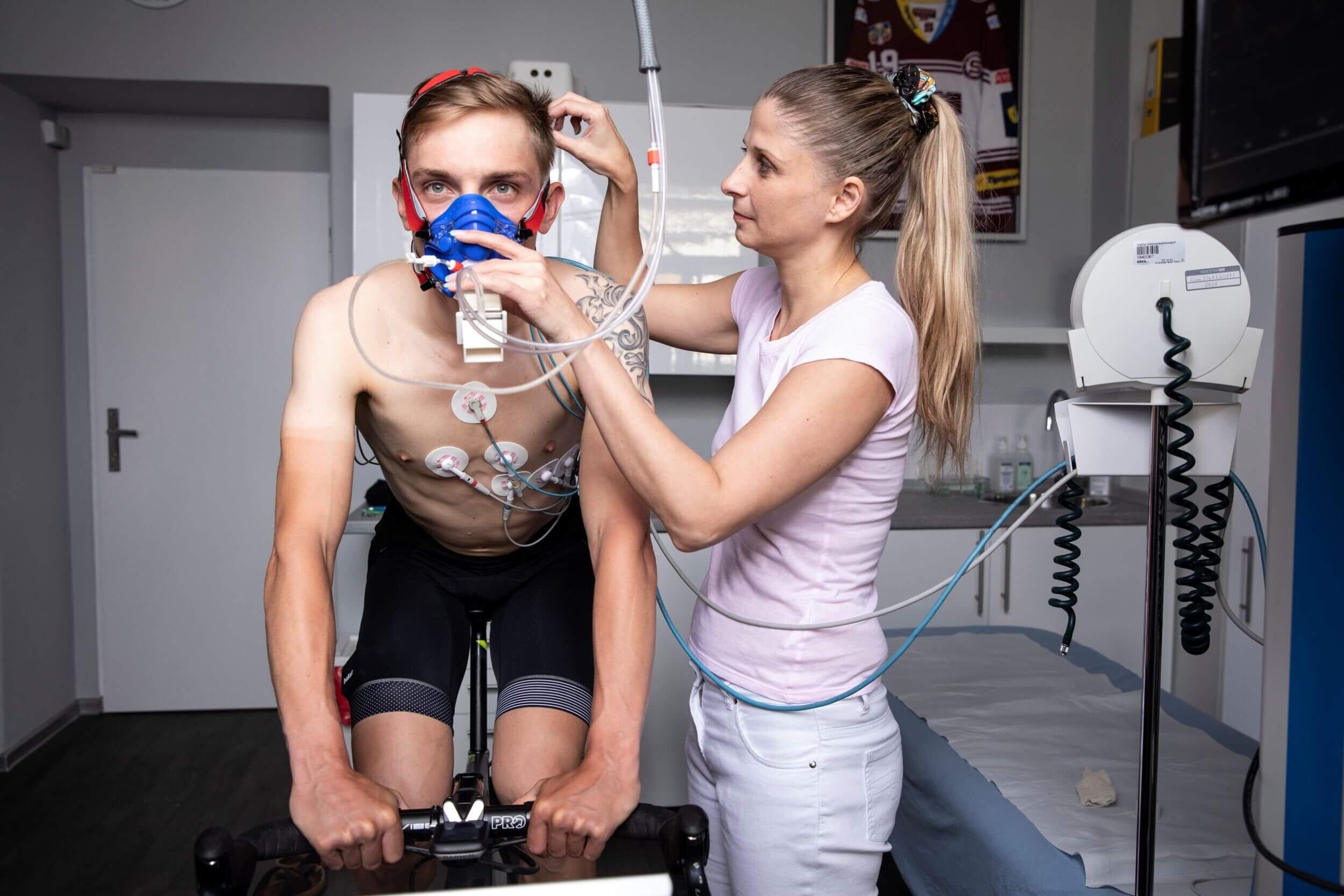 Sportovní testy a fyziologie - Chcete se zlepšovat a posouvat své tréninkové i závodní hranice? Pak potřebujete vědět, jak funguje vaše tělo při výkonu! Díky speciálním sportovním testům odhalíme, co snižuje vaši úspěšnost. Zároveň společně upravíme váš tréninkový plán a vy se pak budete moci ještě více zdokonalovat.