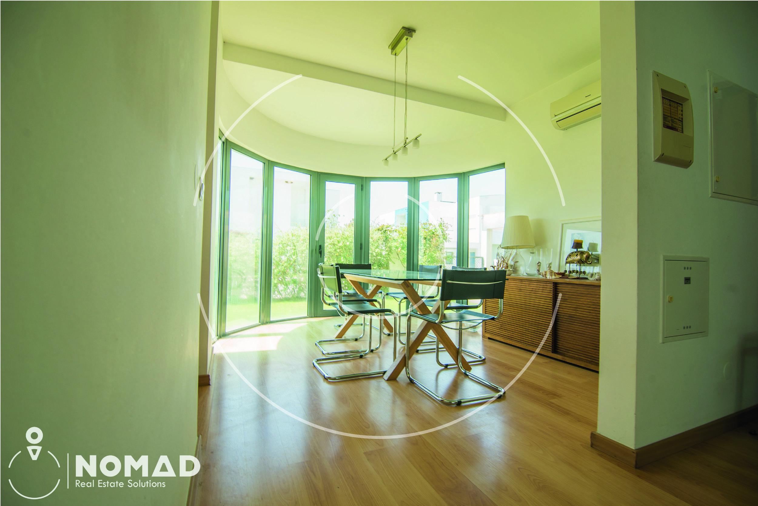 Mais alguns detalhes - * Design moderno e prático* Jardim que envolve a casa* Condomínio com campo de Golf