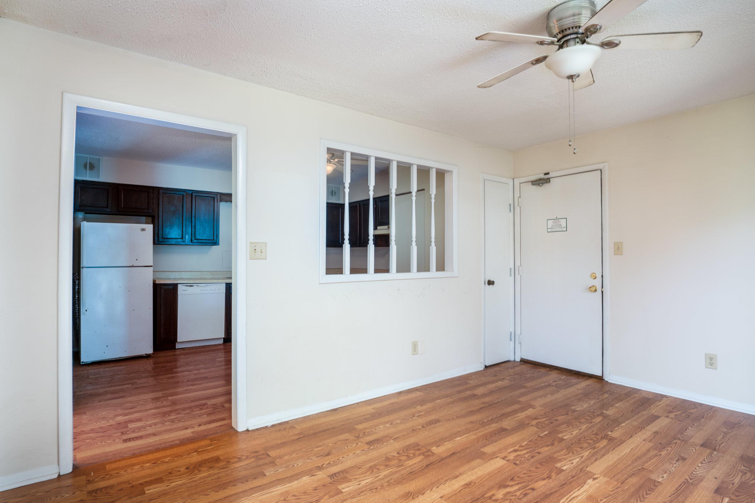 1BR/1Bon Living Room