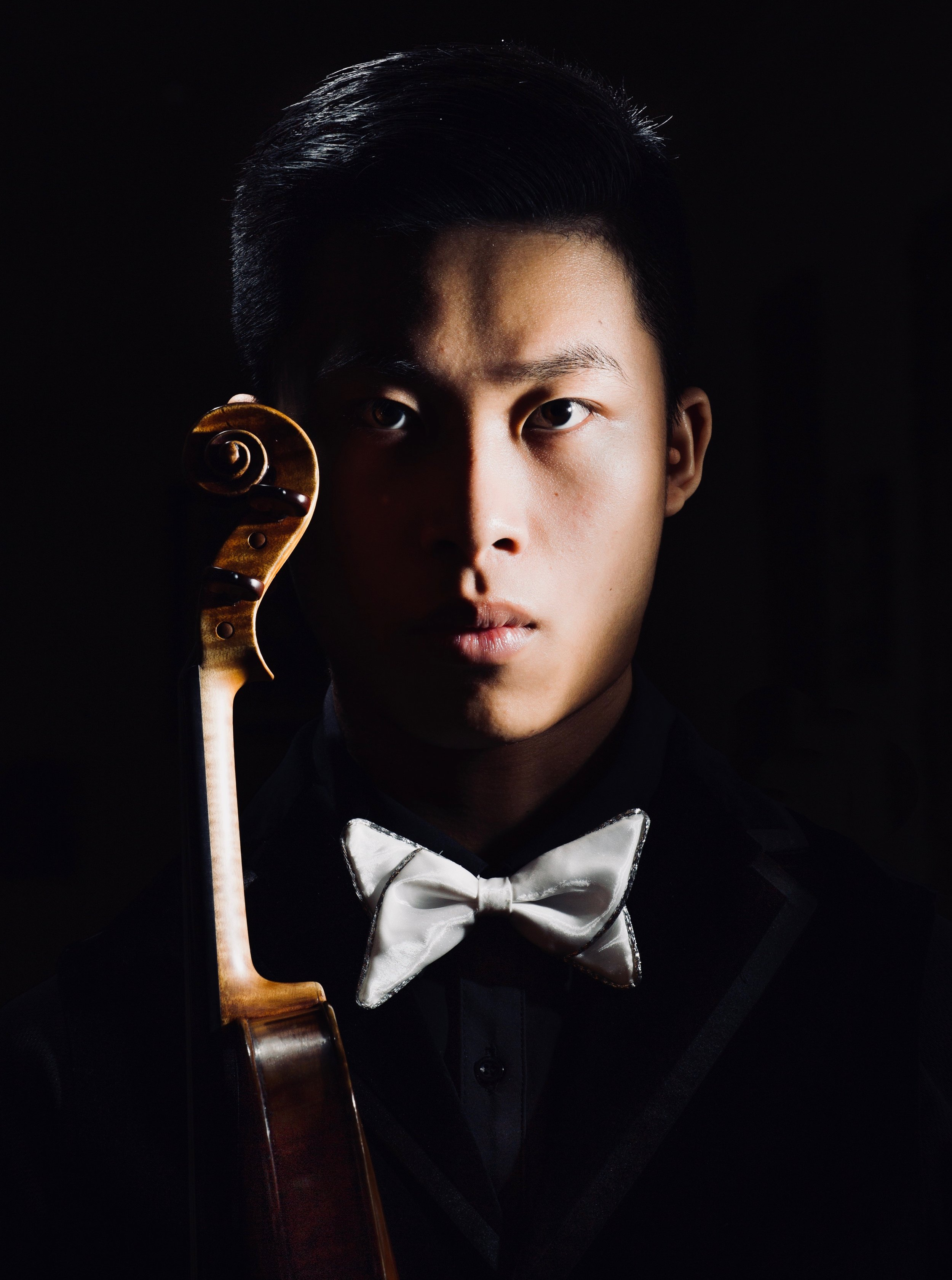 Kerson Leong (Violin) - Acclaimed by musicians and audiences alike for his commanding stage presence, magnificent tone, and musical integrity, the Canadian violinist Kerson Leong is quickly establishing himself at the forefront of his generation since gaining international recognition by winning Junior First Prize at the Menuhin Competition 2010.He has performed as soloist around the world with such ensembles as the Oslo-Philharmonien, Wiener KammerOrchester, Stavanger Symfoniorkester, Orquestra Gulbenkian, I Solisti Veneti, the Toronto Symphony Orchestra, l'Orchestre symphonique de Quebec, l'Orchestre Métropolitain, and the National Arts Centre Orchestra of Canada. He has collaborated with such conductors as Yannick Nézet-Séguin, Peter Oundjian, Christian Vasquez, Augustin Dumay, Christopher Warren-Green, Jacques Lacombe, and Lio Kuokman. Highlights of Kerson's 2017/2018 season include his Carnegie Hall debut giving the North American premiere of John Rutter's latest work Visions at the Stern Auditorium, debuts with the Kansai Philharmonic Orchestra, the Royal Philharmonic Orchestra and the Stockton Symphony Orchestra, as well as return performances with the Newfoundland, Sherbrooke, and Longueuil Symphony Orchestras.He is currently an Artist in Residence at the Queen Elisabeth Music Chapel in Belgium, mentored by Augustin Dumay. He has been a recipient of many awards such as the Sylva Gelber Music Foundation Award (2015-2017) and the Young Soloist Prize 2015 by the Radios Francophone Publiques. He has also received a Mentorship Award from the Lin Yao Ji Music Foundation of China for inspiring younger generations. He was named Revelation Radio-Canada 2014-2015 for classical music.Kerson performs on a 1741 Guarneri del Gesu courtesy of Canimex Inc, Drummondville (Quebec), Canada.Photo by Bruno Schlumberger