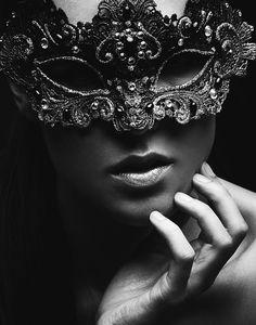 1ère surprise: - Portez votre propre masque et participez à un concours de masques. Il y aura des prix!