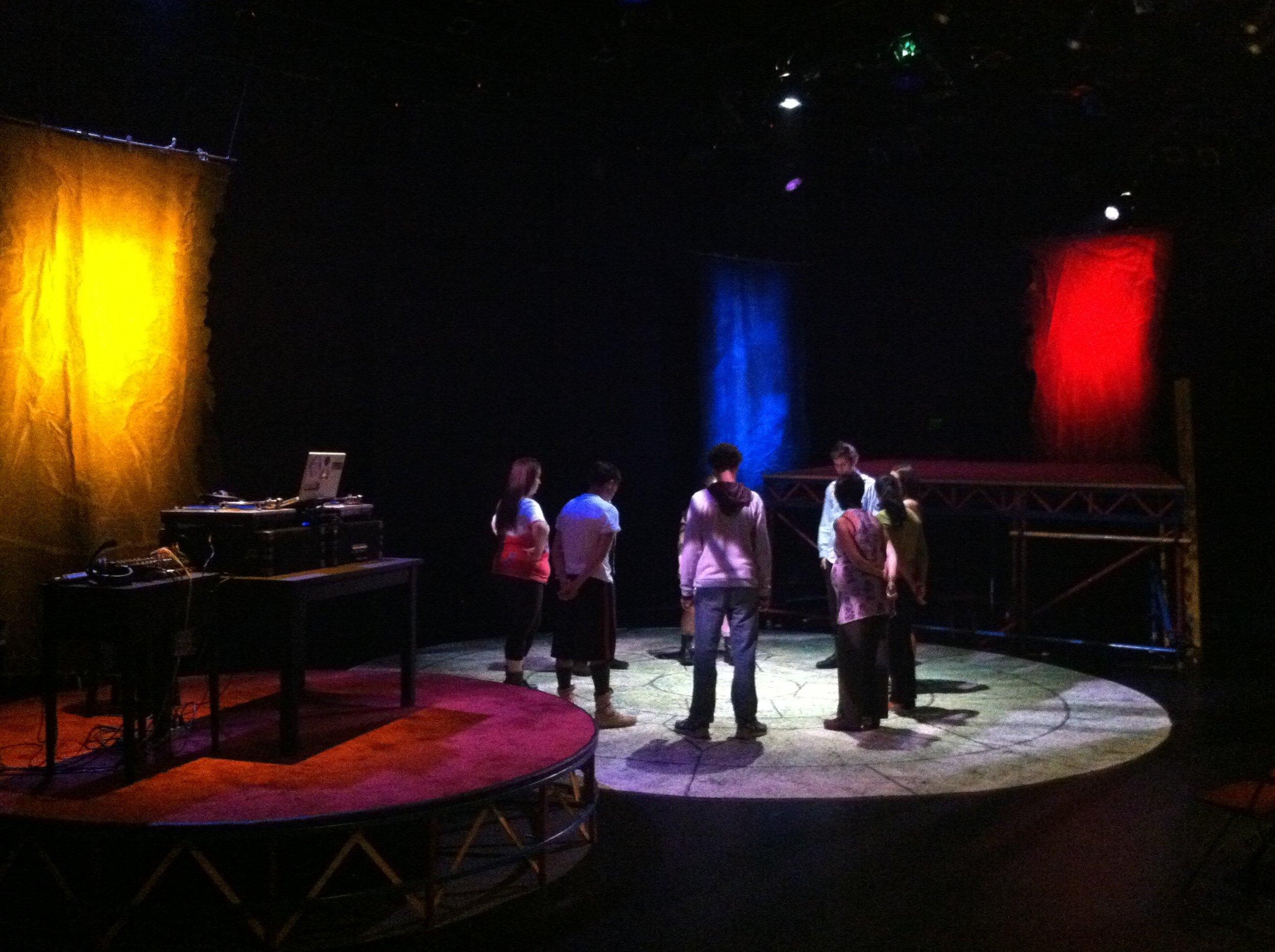 Pre-dress rehearsal group focus for  Blu  (2012)