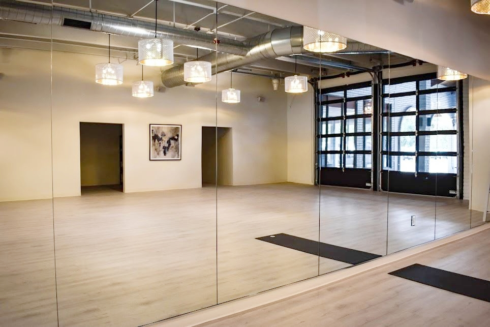 We provide beautiful custom mirrors through our Boulder and Longmont shops. - We can help you design and install custom mirrors to accommodate any room design— residential or commercial.