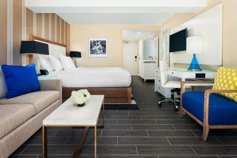 HC-Guestroom-Cabana-Tower-King-2.jpg