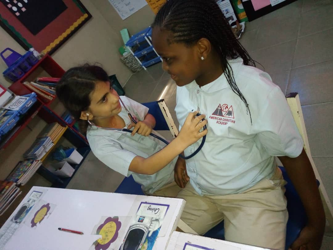 1st graders learn about the heart