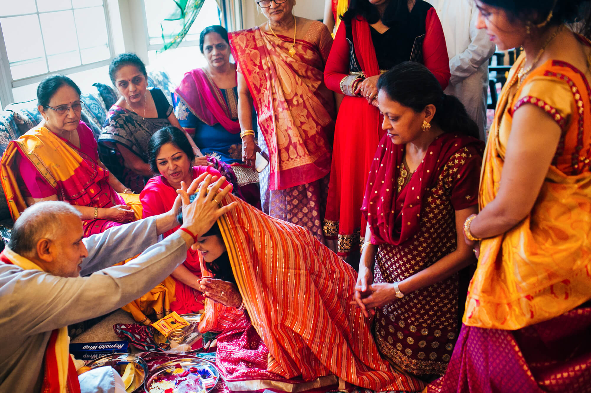 13-hindu-ceremony-indian-bride-blessing.jpg