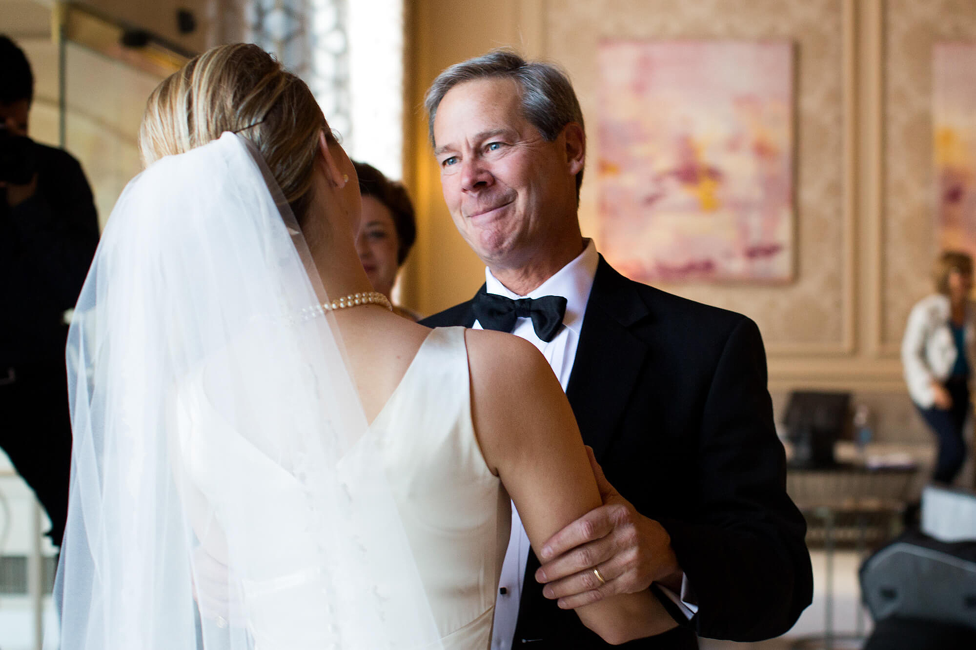 01-bride-and-father-moment-plaza-frontenac-st-louis.jpg