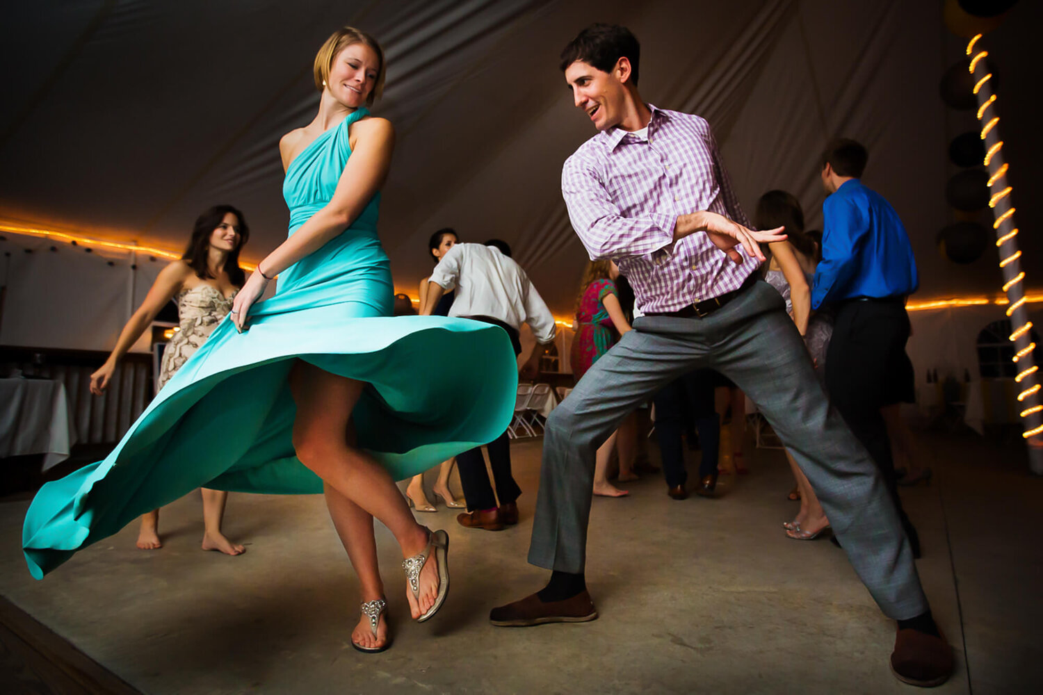 02-st-louis-wedding-guests-dancing-dress-spinning.jpg